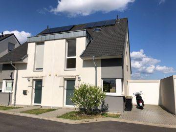 Moderne Doppelhaushälfte in direkter Feldrandlage von Kleinenbroich, 41352 Korschenbroich, Doppelhaushälfte